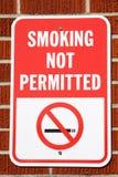 επιτρεπόμενο κάπνισμα σημ&al Στοκ φωτογραφία με δικαίωμα ελεύθερης χρήσης