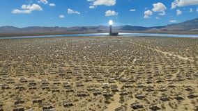 επιτροπές ηλιακές Η ηλιακή ενέργεια μια εναλλακτική πηγή της ενέργειας είναι ηλιακά πλαίσια Στοκ φωτογραφίες με δικαίωμα ελεύθερης χρήσης
