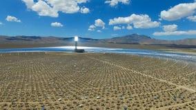 επιτροπές ηλιακές Η ηλιακή ενέργεια μια εναλλακτική πηγή της ενέργειας είναι ηλιακά πλαίσια Στοκ εικόνα με δικαίωμα ελεύθερης χρήσης