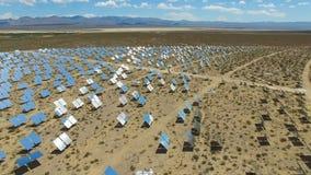 επιτροπές ηλιακές Η ηλιακή ενέργεια μια εναλλακτική πηγή της ενέργειας είναι ηλιακά πλαίσια Στοκ Εικόνες