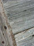 Επιτροπές και ξύλινοι πίνακες ενός αγροτικού σπιτιού, που χρησιμοποιούνται για τις πόρτες, τα παράθυρα και τα κελάρια, που χρωματ στοκ εικόνα με δικαίωμα ελεύθερης χρήσης