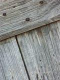 Επιτροπές και ξύλινοι πίνακες ενός αγροτικού σπιτιού, που χρησιμοποιούνται για τις πόρτες, τα παράθυρα και τα κελάρια, που χρωματ στοκ εικόνες