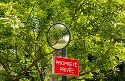 Επιτροπή της ιδιωτικής ιδιοκτησίας και καθρέφτης της κάμψης Στοκ εικόνες με δικαίωμα ελεύθερης χρήσης