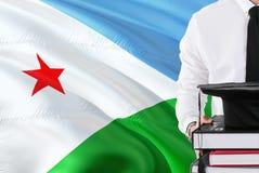 Επιτυχής έννοια εκπαίδευσης σπουδαστών Βιβλία και βαθμολόγηση ΚΑΠ εκμετάλλευσης πέρα από το υπόβαθρο σημαιών του Τζιμπουτί στοκ φωτογραφία