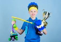 Επιτυχία και βραβείο Επιτυχία στον αθλητισμό Υπερήφανος της πραγματοποιημένης επιτυχίας Πετύχετε σε όλα Επιτυχής αθλητισμός αγορι στοκ φωτογραφία
