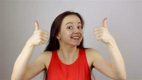 Επιτυχής επιχειρηματίας δάχτυλων με μια γενειάδα απόθεμα βίντεο