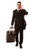 Επιτυχής επιχειρηματίας στο επίσημο κοστούμι και χαρτοφύλακας που πηγαίνει στο λεωφορείο Στοκ εικόνες με δικαίωμα ελεύθερης χρήσης