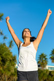 Επιτυχής θηλυκή τρέχοντας νίκη αθλητών Στοκ εικόνα με δικαίωμα ελεύθερης χρήσης