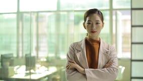 Επιτυχής νέα ασιατική επιχειρηματίας απόθεμα βίντεο