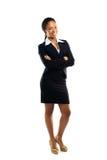 Επιτυχής νέα επιχειρησιακή γυναίκα με τα χέρια που διπλώνονται στοκ φωτογραφία