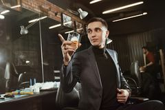 Επιτυχής πελάτης του barbershop Στοκ Εικόνες