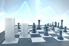 Επιτυχής τακτική σκακιού για να επιτύχει τον επιχειρησιακό στόχο σε ένα μπλε μέσα στοκ φωτογραφίες