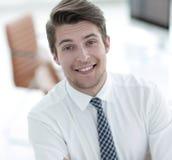 Επιτυχής υπάλληλος σε ένα γραφείο Στοκ εικόνα με δικαίωμα ελεύθερης χρήσης