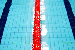 Επιφάνεια νερού αθλητικών πισινών Στοκ φωτογραφία με δικαίωμα ελεύθερης χρήσης