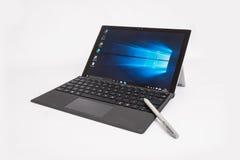 Επιφάνεια της Microsoft Pro4 με stylus και το πληκτρολόγιο Στοκ εικόνες με δικαίωμα ελεύθερης χρήσης