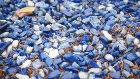 Επιφάνεια των μπλε και άσπρων διακοσμητικών μικρών πετρών φιλμ μικρού μήκους