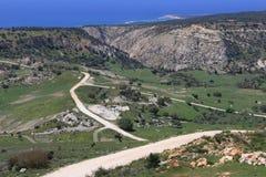 Επιφύλαξη θέας βουνού, χλόη πετρών οδικών τοπίων θάλασσας στοκ φωτογραφία με δικαίωμα ελεύθερης χρήσης