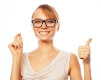 επιχείρηση ανασκόπησης ευτυχής που απομονώνει πέρα από τη χαμογελώντας λευκή γυναίκα Στοκ Φωτογραφία
