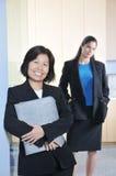 επιχείρηση δύο γυναίκες Στοκ εικόνα με δικαίωμα ελεύθερης χρήσης