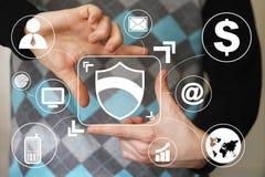 Επιχείρηση ιών ασφάλειας ασπίδων κουμπιών εικονική Στοκ εικόνα με δικαίωμα ελεύθερης χρήσης