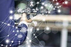 Επιχείρηση και μάρκετινγκ σε απευθείας σύνδεση app στην έννοια smartphone Στοκ Εικόνα