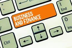 Επιχείρηση και χρηματοδότηση γραψίματος κειμένων γραφής Έννοια που σημαίνει τη διαχείριση των χρημάτων προτερημάτων και του Ταμεί στοκ φωτογραφία με δικαίωμα ελεύθερης χρήσης