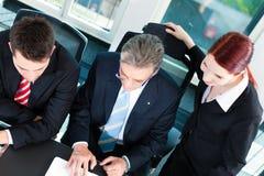 Επιχείρηση - συνεδρίαση των ομάδων σε ένα γραφείο Στοκ Εικόνες