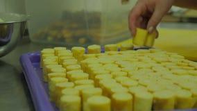 Επιχείρηση τομέα εστιάσεως που προετοιμάζει τους μεγάλους αριθμούς τροφίμων μαγείρεμα αρχιμαγείρων, να απασχοληθεί και προετοιμασ φιλμ μικρού μήκους