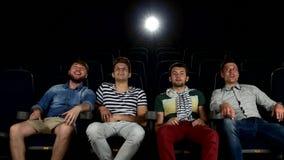 Επιχείρηση των ατόμων που προσέχουν έναν κινηματογράφο στον κινηματογράφο φιλμ μικρού μήκους