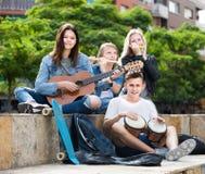 Επιχείρηση των ξένοιαστων μουσικών εφήβων Στοκ εικόνες με δικαίωμα ελεύθερης χρήσης