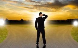 Επιχείρηση δύο δρόμων για την επίλεκτη επιτυχία ή την αποτυχία επιλογής σας στοκ εικόνα με δικαίωμα ελεύθερης χρήσης