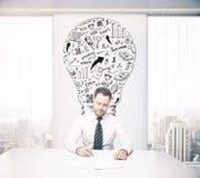Επιχειρηματίας έννοιας ιδέας στην αρχή Στοκ εικόνες με δικαίωμα ελεύθερης χρήσης