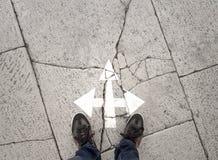 Επιχειρηματίας έννοιας στα ραγισμένα σταυροδρόμια Στοκ Φωτογραφία
