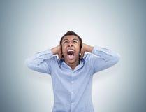 Επιχειρηματίας αφροαμερικάνων που φωνάζει στον τρόμο Στοκ φωτογραφία με δικαίωμα ελεύθερης χρήσης