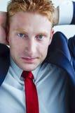 Επιχειρηματίας διευθυντών που ψάχνει τη λύση Στοκ Εικόνες