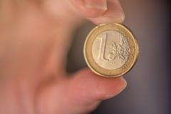 Επιχειρηματίας και ένα ευρο- νόμισμα Στοκ Εικόνες