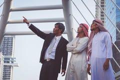 Επιχειρηματίας και αραβικός εργαζόμενος επιχειρηματιών Στοκ Εικόνα