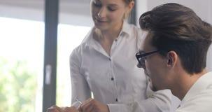 Επιχειρηματίας και βοηθητικό γραφείο γραμματέων, κύρια στοιχεία που αναλύουν, βιομηχανικός επιχειρηματίας ερευνητικών αναλυτών πο φιλμ μικρού μήκους