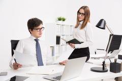 επιχειρηματίας και επιχειρηματίας στην αρχή Στοκ Φωτογραφίες