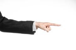 Επιχειρηματίας και θέμα χειρονομίας: ένα άτομο σε ένα μαύρο κοστούμι και ένα άσπρο πουκάμισο που παρουσιάζουν χειρονομία χεριών σ Στοκ Φωτογραφίες