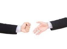 Επιχειρηματίας και θέμα χειρονομίας: ένα άτομο σε ένα μαύρο κοστούμι και το άσπρο s Στοκ Φωτογραφία