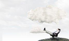 Επιχειρηματίας και ιδέες στο κεφάλι του Στοκ φωτογραφία με δικαίωμα ελεύθερης χρήσης