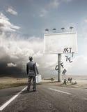 Επιχειρηματίας και κενός πίνακας διαφημίσεων Στοκ Φωτογραφία