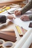 Επιχειρηματίας και μηχανικός κατασκευής που εργάζονται από κοινού στοκ φωτογραφίες με δικαίωμα ελεύθερης χρήσης