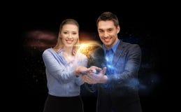 Επιχειρηματίας και επιχειρηματίας πέρα από το διάστημα Στοκ εικόνες με δικαίωμα ελεύθερης χρήσης