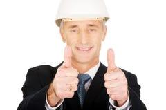 Επιχειρηματίας κατασκευής που παρουσιάζει εντάξει σημάδι Στοκ φωτογραφία με δικαίωμα ελεύθερης χρήσης