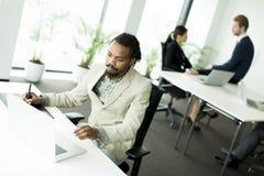 Επιχειρηματίας με ένα τηλέφωνο Στοκ φωτογραφίες με δικαίωμα ελεύθερης χρήσης