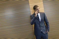 Επιχειρηματίας με ένα τηλέφωνο Στοκ εικόνες με δικαίωμα ελεύθερης χρήσης