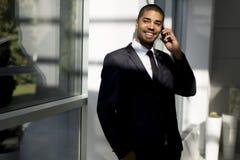 Επιχειρηματίας με ένα τηλέφωνο Στοκ Εικόνα