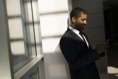 Επιχειρηματίας με ένα τηλέφωνο Στοκ Φωτογραφίες